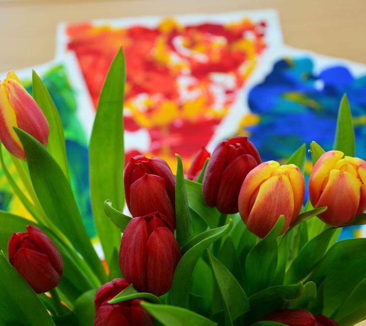 gemaltes Bilder und Tulpen